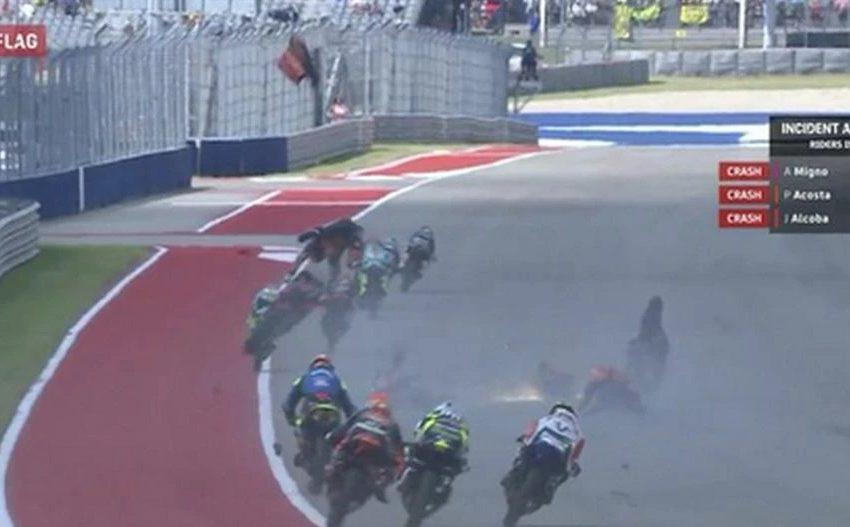 Moto3 : Σοκαριστικό ατύχημα με μηχανές και αναβάτες να εκτοξεύονται στον αέρα (vid)