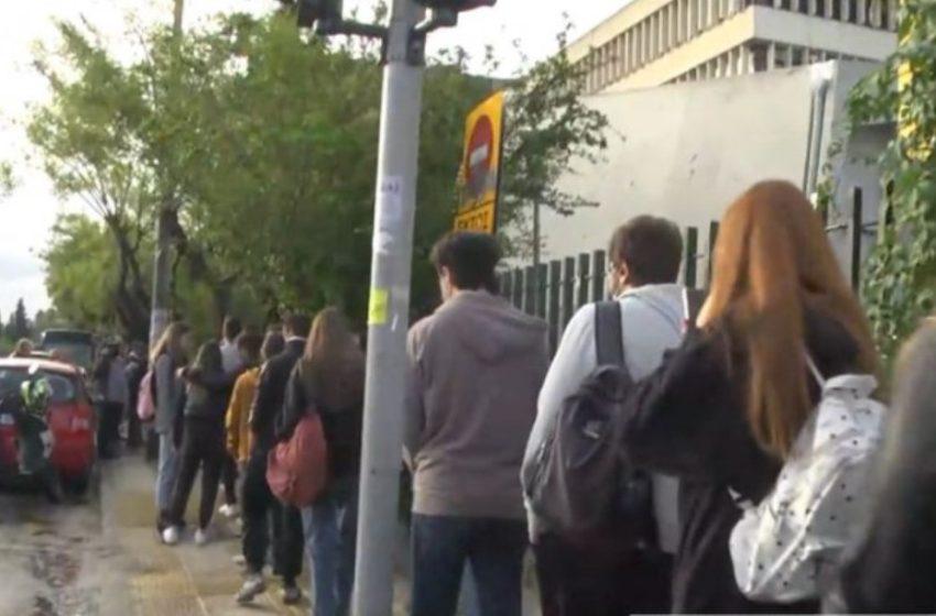 """ΠΑΜΑΚ: Φοιτητές δεν χωρούσαν στις αίθουσες και τους έστειλαν σπίτι – """"Είμαστε πλήρεις…"""" έλεγαν οι καθηγητές"""
