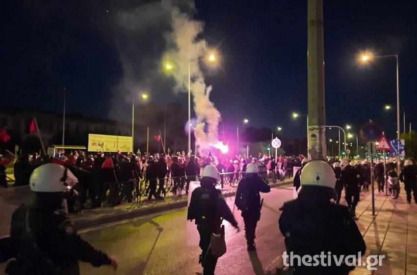 Επεισόδια στην πορεία των αντιφασιστών στην Θεσσαλονίκη