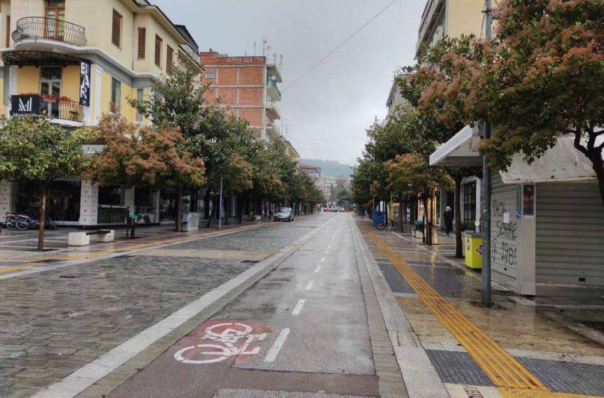 """Εισήγηση επιδημιολόγων: Στο """"κόκκινο"""" Σέρρες και Καρδίτσα – Σε ισχύ τα μέτρα σε Θεσσαλονίκη"""