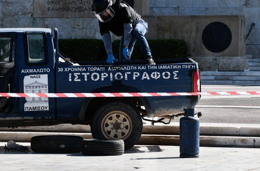 """Συναγερμός στη Βουλή: Αγροτικό έφθασε έως τον Άγνωστο Στρατιώτη- """"Θα ανατιναχθώ"""", απειλούσε ο οδηγός- Είχε φιάλες υγραερίου και βενζίνη"""