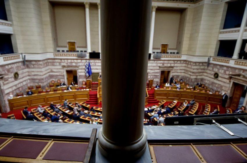 Διαχείριση πανδημίας και κόστος εξοπλισμών βάζουν φωτιά στο πολιτικό σκηνικό ενόψει της συζήτησης στη Βουλή
