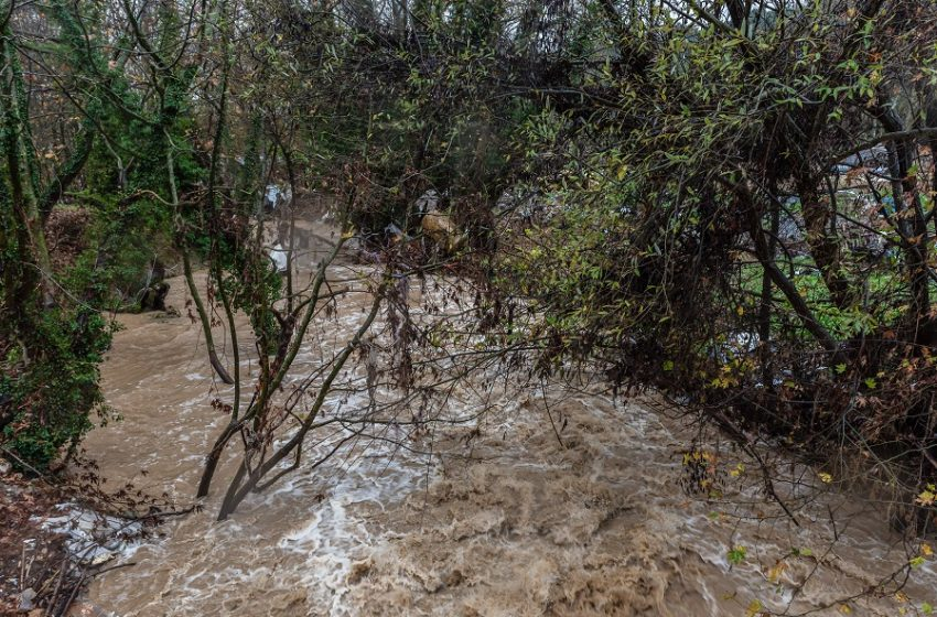 Ώρες αγωνίας στην βόρεια Εύβοια – Αγνοείται 70χρονος – Βρέχει ακατάπαυστα