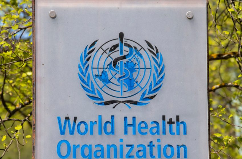 Ο ΠΟΥ συστήνει την τρίτη δόση για μέτρια ή σοβαρά ανοσοκατεσταλμένους, όχι για τον γενικό πληθυσμό